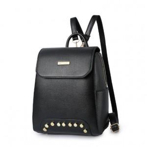 Čierny dámsky batoh so zapínaním na zips