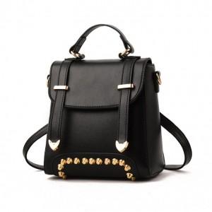 Malý čierny batoh s efektnými popruhmi