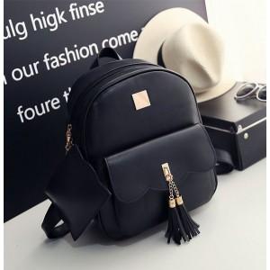 Čierny ruksak s malou kapsičkou na zipse