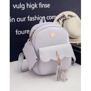 Koženkový ruksak sivej farby s kapsičkou