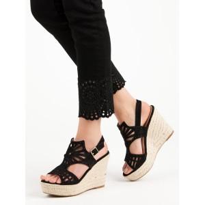 Dámske letné čierne sandále s geometrickým motívom a na platforme