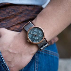 Sivé pánske drevené hodinky so zlatými ručičkami a sivým ciferníkom 6f85992e9a0