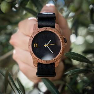 Štýlové pánske drevené hodinky čierne so sivými a žltými ručičkami