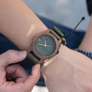 Náramkové pánske drevené hodinky zelené