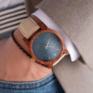 Pánske drevené hodinky s koženým remienkom  a modrým ciferníkom
