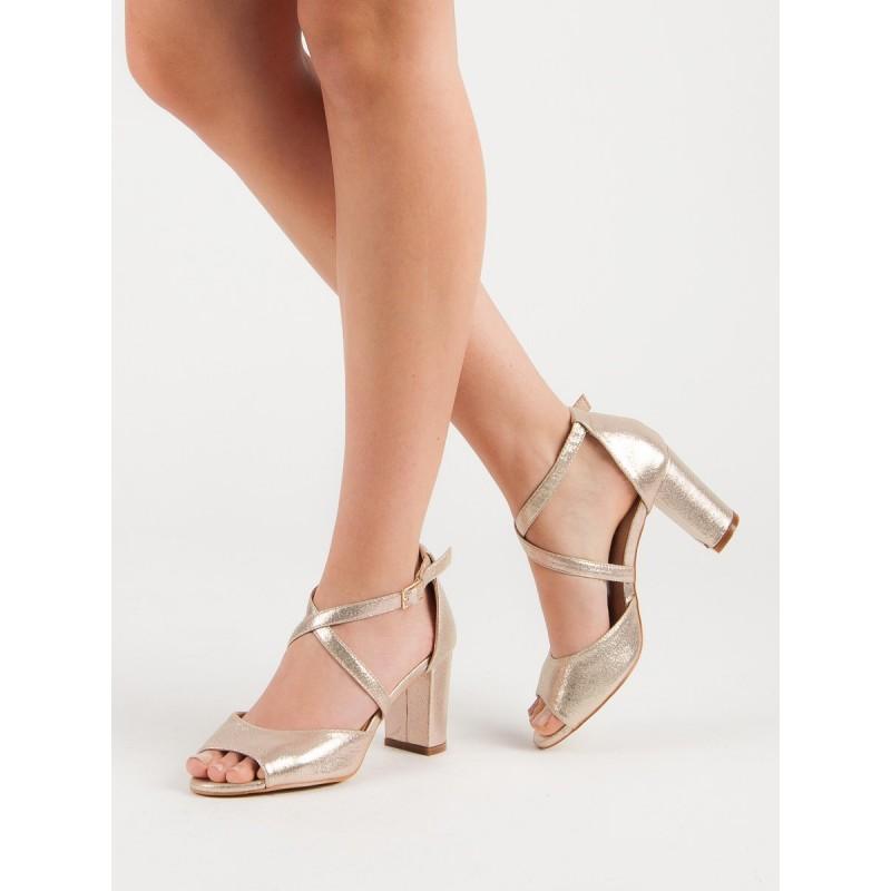 d6c32b342743 Spoločenské dámske zlaté sandále na vysokom hrubom opätku