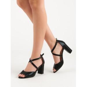 Čierne sandále na vysokom opätku s ozdobným prekríženým remienkom