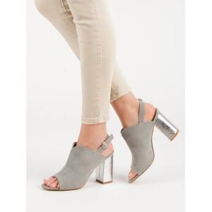 Štýlové sandále v sivej farbe s ozdobným strieborným módnym opätkom