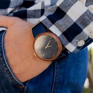 Modré pánske drevené hodinky s textilným remienkom