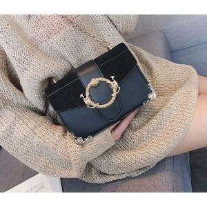 Štýlová čierna dámska kabelka so zlatými detailami