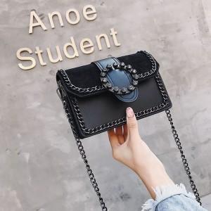 Originálna čierna dámska kabelka s veľkou prackou