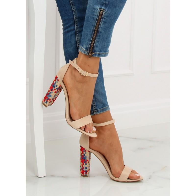 e9212d4f9cd0 Elegantné béžové sandále na vysokom opätku so štýlovým podpätkom