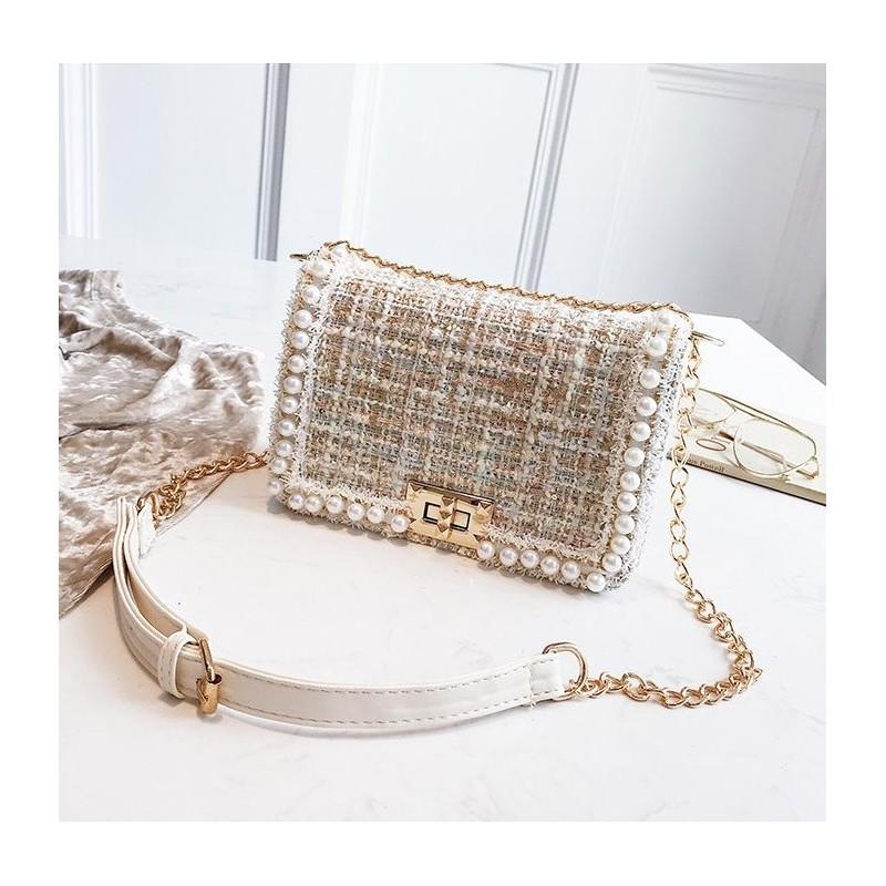 2fe73f3982 Dámska elegantná crossbody kabelka so zlatou retiazkou
