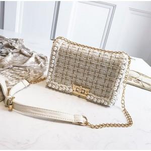 Elegantná crossbody kabelka s perličkami a zlatými detailami