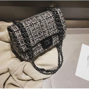 Dámska čierna štýlová kabelka so zapínaním na zips