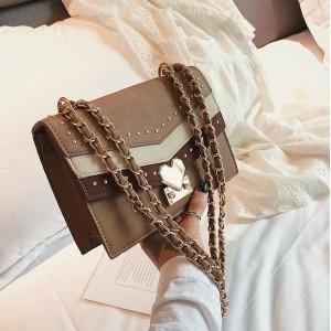 Hnedá BOHO dámska kabelka so srdiečkovou prackou