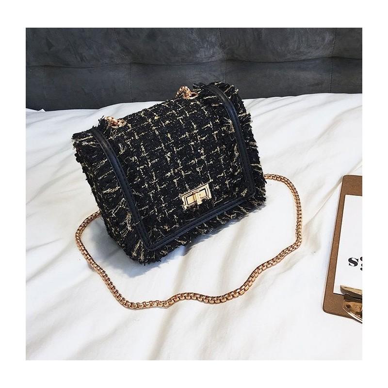 2ea179b1f6a4 Čierna kabelka crossbody so zlatými detailami
