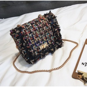 Dámska farebná kabelka crossbody so zlatým remienkom