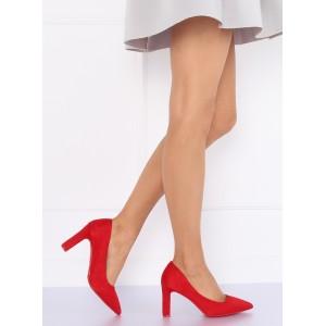 Módne dámske lodičky červenej farby na hrubom podpätku