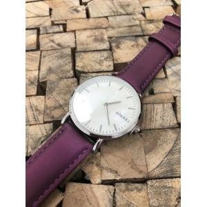 Dámske náramkové hodinky s bielym ciferníkom a fialovým remienkom