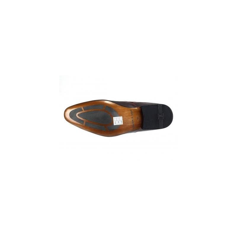 92ba9038e401 Kožená obuv prešívaná červenou niťou doplnená hnedým zvrškom z ...