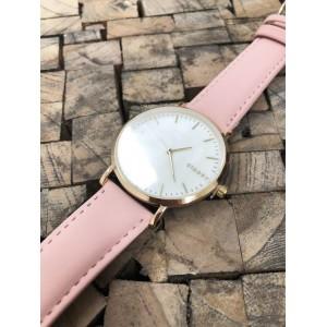 Náramkové dámske hodinky s ružovým remienkom a zlatým ciferníkom