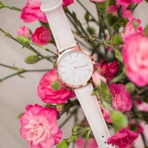 Štýlové dámske hodinky menšieho dizajnu ciferníka a ružovým remienkom