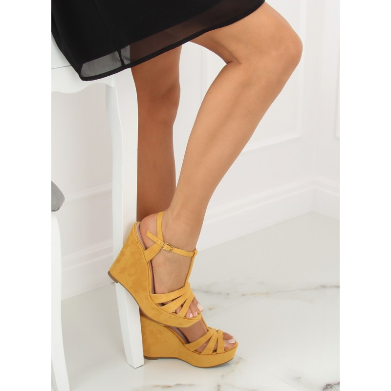 1c98d015d8ac Dámske vysoké sandále na podpätku s platformou v žltej farbe