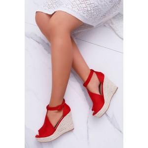 Červené semišové sandále s platformou a otvorenou špičkou