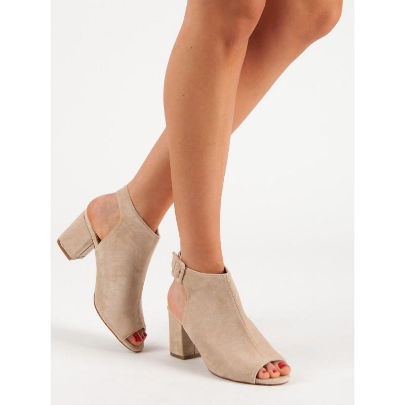 88ae0e044efc Pohodlné dámske béžové sandále s voľnou špičkou a pätou