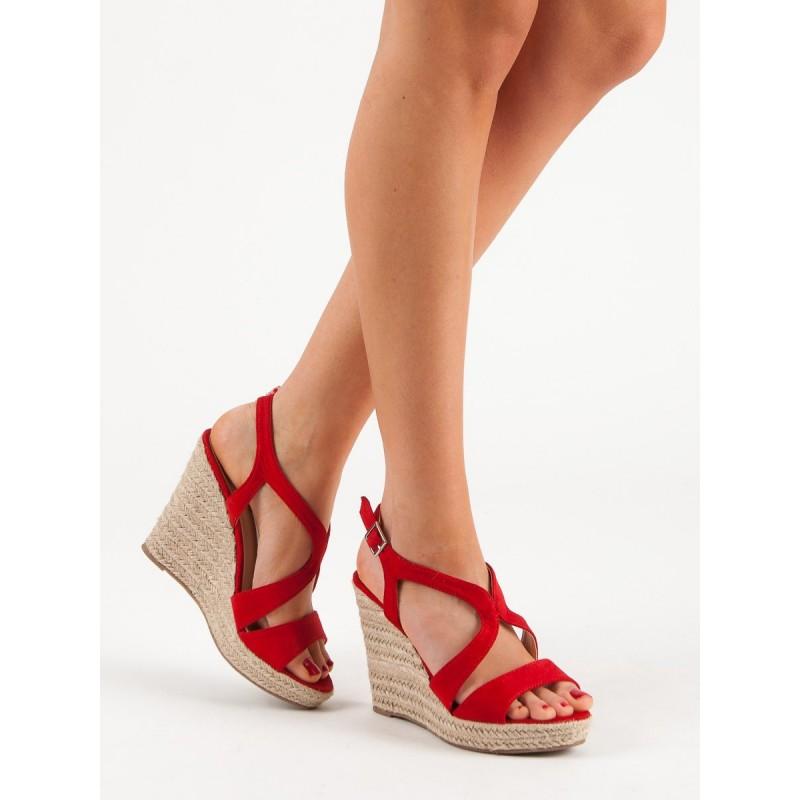70eb605c00f8 Dámske červené letné sandále na vysokej platforme s remienkom