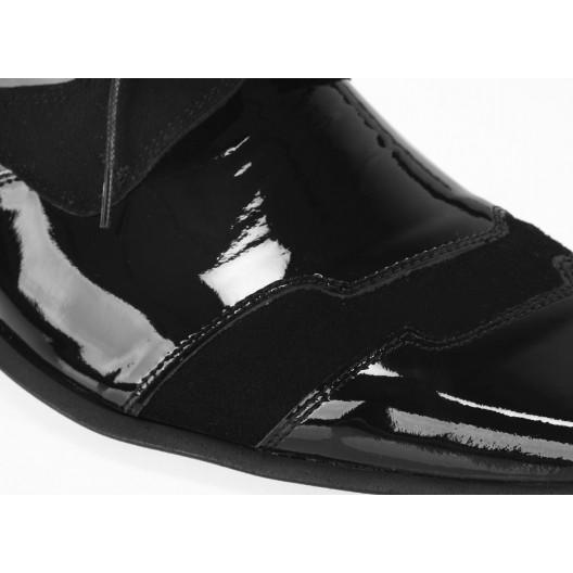 Pánske spoločenské lakované topánky čiernej farby so semišom