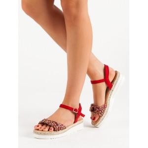 Dámske červené sandále na nízkej podrážke s pletencom