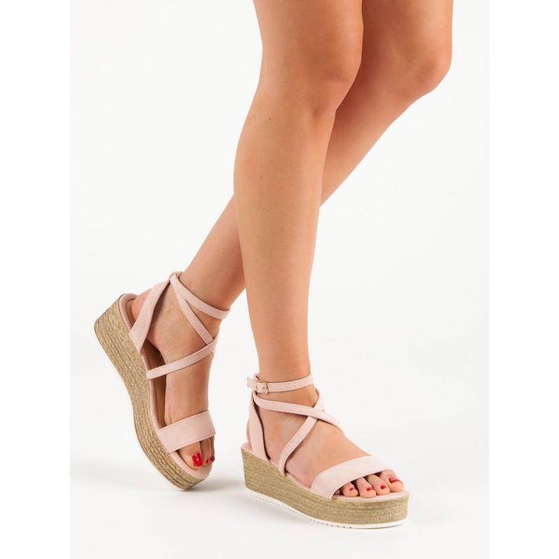 90157a1b90856 Módne letné dámske ružové sandále na platforme s originálnym viazaním