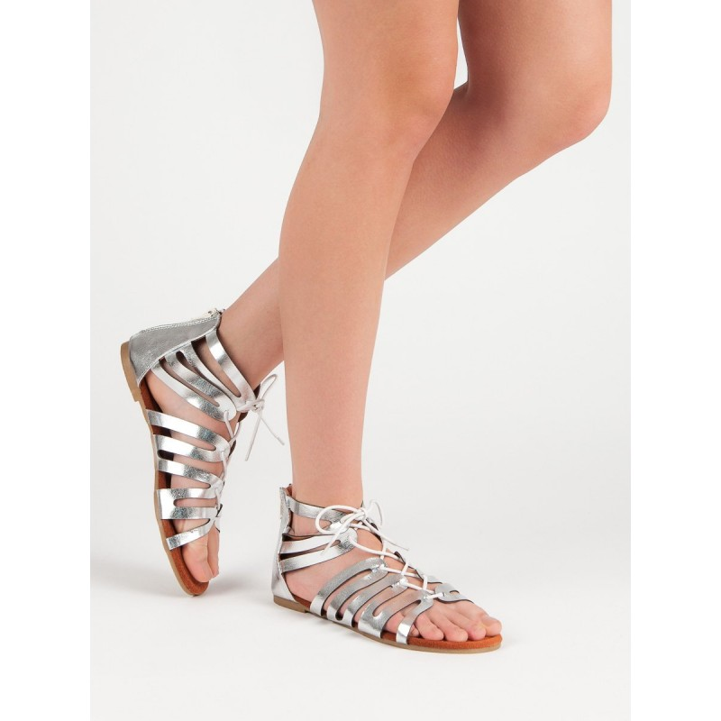 af99a01ed404 Strieborne sandále gladiátorky so zadným zipsom a šnúrkou