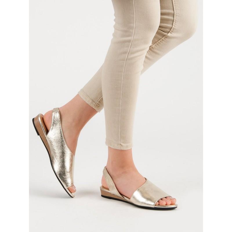 f80c7396abe4 Elegantné dámske sandále v zlatej farbe na nízke podrážke