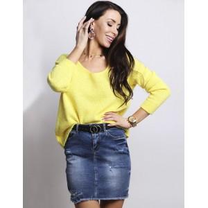 Žltý dámsky oversize sveter s voľným V výstrihom a dlhým rukávom