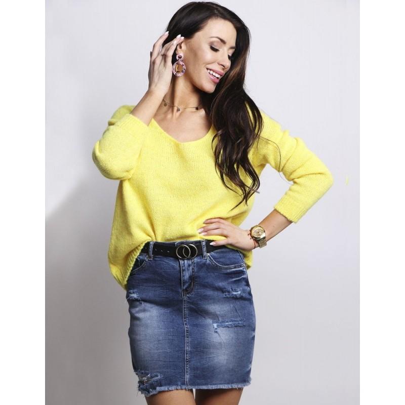 2ede15af272a Žltý dámsky oversize sveter s voľným V výstrihom a dlhým rukávom