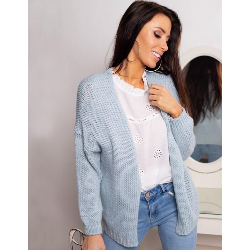 3b254c8b6950 Štýlový dámsky pletený jarný sveter v pastelovo modrej farbe