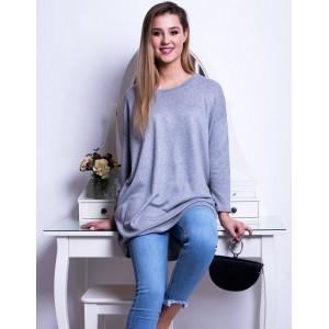 Originálny dámsky dlhý sveter módneho voľného strihu v sivej farbe