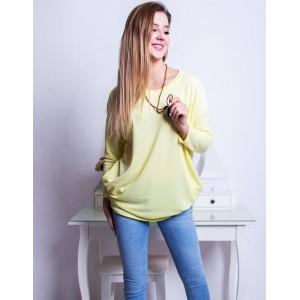 Pohodlný dámsky oversize sveter v pastelovo žltej farbe