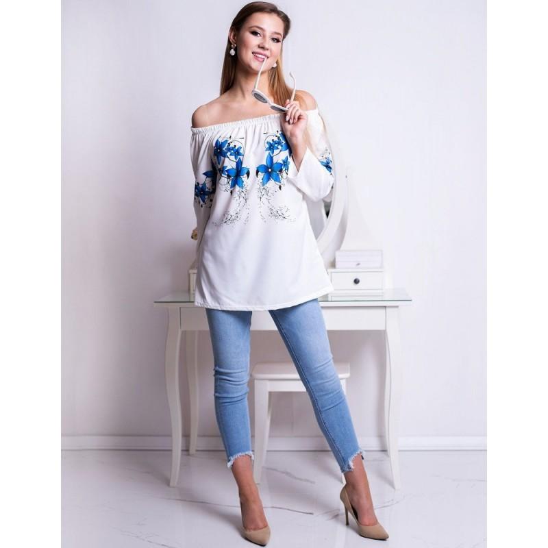 e9b560d487 Dámska elegantná biela blúzka s modrými kvetmi