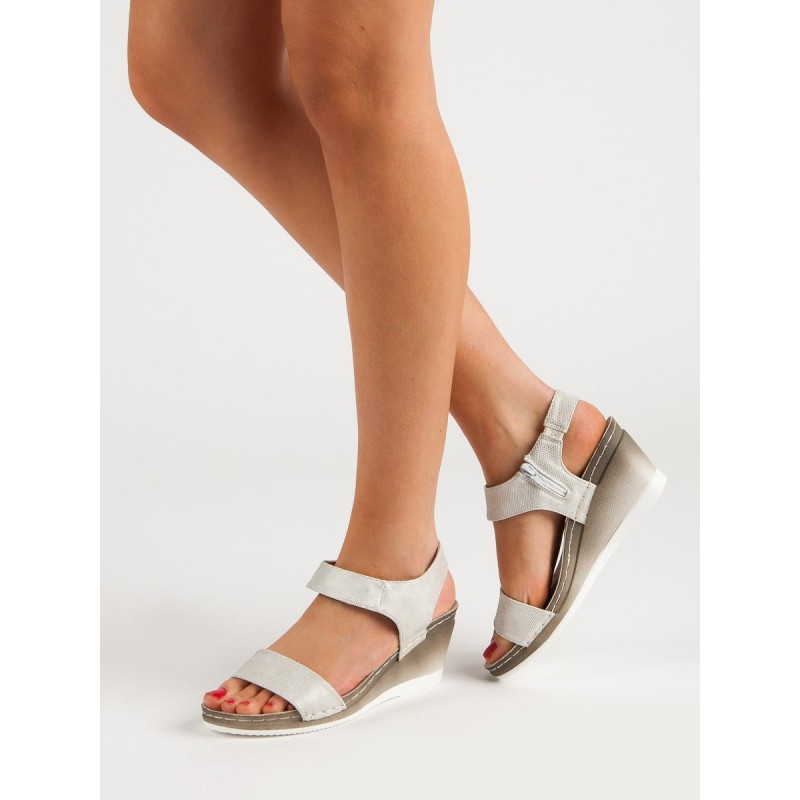 4f31601b7dc9 Dámske pohodlné sandále v bielo striebornej farbe na platforme
