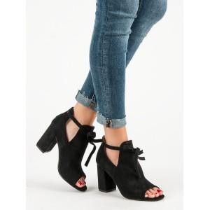 Štýlové dámske čierne sandále so šnúrkou a módnom plnom opätku