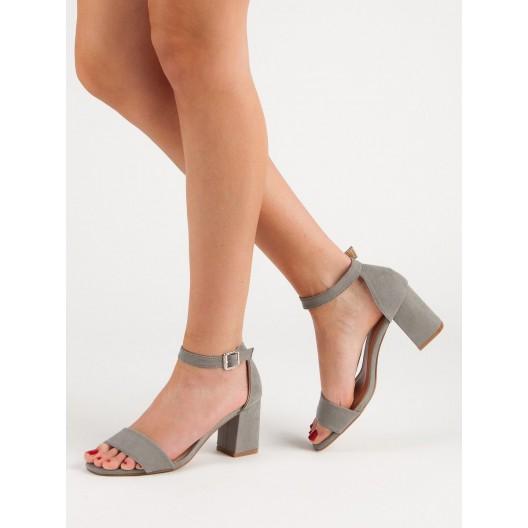Dámske letné sivé sandále na hrubom opätku a remienkom