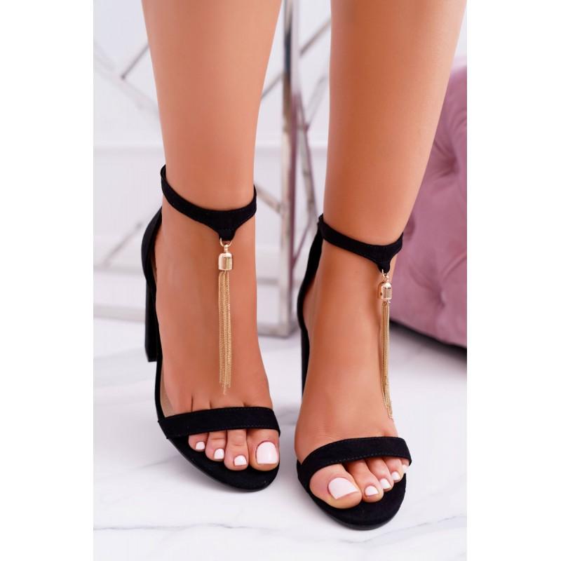 26268e843a Elegantné dámske čierne sandále ozdobené zlatou retiazkou
