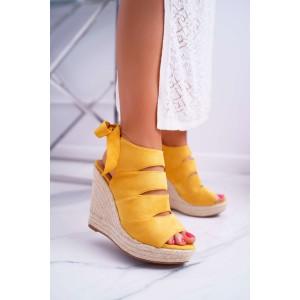 Krásne letné dámske sandále na platforme v žltej farbe