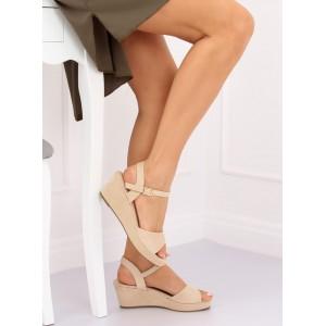 Pohodlné dámske jednofarebné béžové sandále na platforme