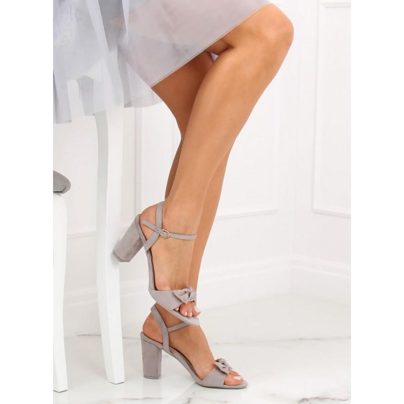 93ef3e58aa85 Spoločenské sivé dámske sandále na módnom opätku s ozdobnou mašľou