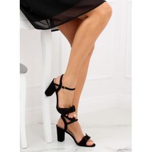 Elegantné čierne semišové sandále na vysokom opätku ozdobené mašľou